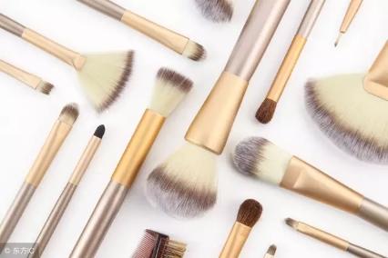 广州化妆品加工告诉你:女生选择化妆品,不能忽略这些技巧!