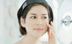 油腻性皮肤化妆品该怎么去选择?化妆品OEM厂家告诉你